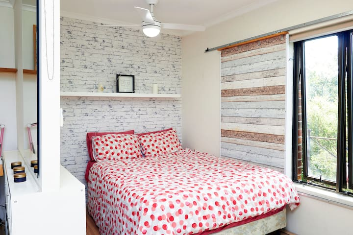 Cozy Central City Close To Uni with parking & lift
