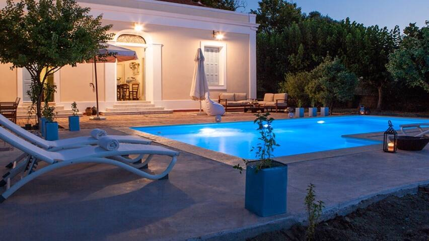 VillaPyrgos 19th c neoclassical property with pool