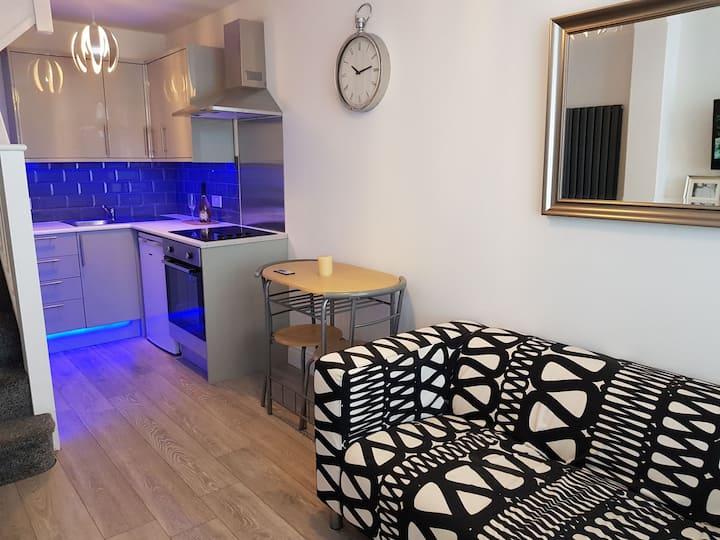 Stylish 2 bedroom flat 30 mins to London*parking*
