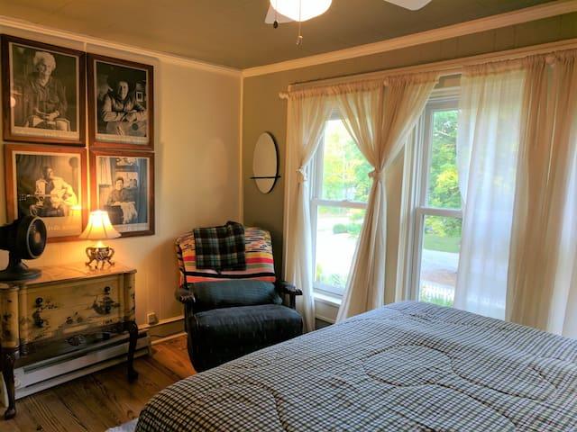 Queen - bedroom #4 - upstairs