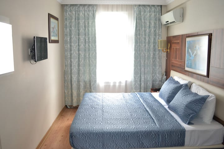 Room with Private Bathroom in Fatih Center