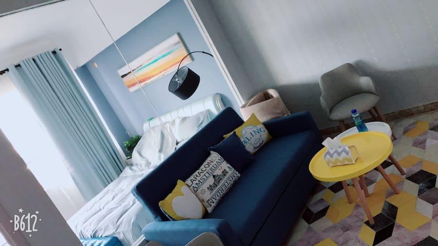 橙舍,小岛市中心、太阳城商圈周边、舒适一室一厅、智能家电、情侣桌游、清新简欧风。