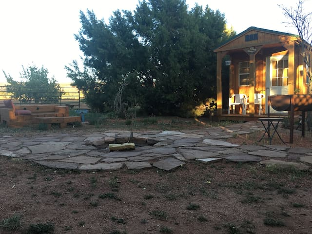 Coral Pink Horse Ranch Bunkhouse #3  w/Jacuzzi