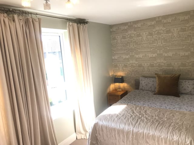 Luxury En Suit nr central Maidenhead with parking