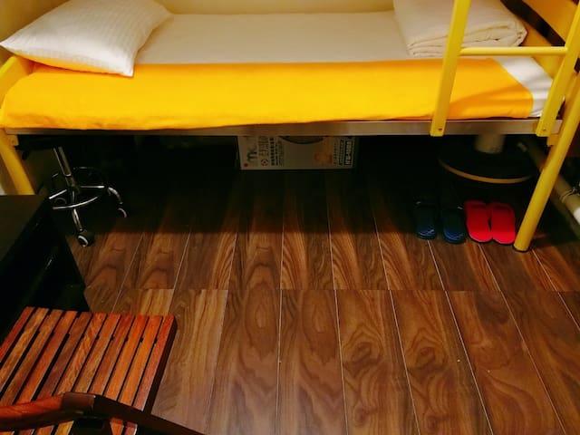 阳台房甜馨双层床