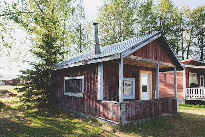 #4 Bowron Lake Lodge 1940s Rustic Cabin