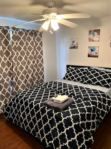 Private Bedroom with Comfy Queen bed