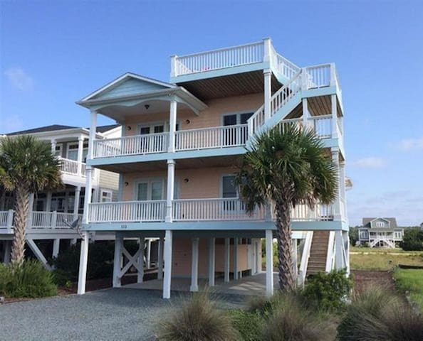 Shrimp House - Nearby beach & pool access!