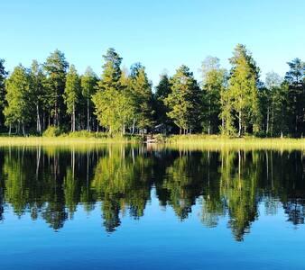 Lilla Stugdrömmen, vid sjön Molnbyggen.