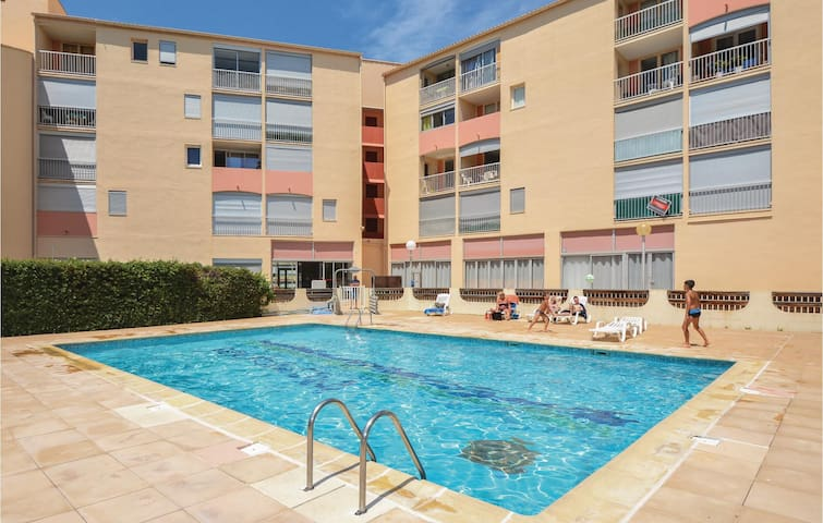 Holiday apartment with 2 bedrooms on 38m² in Le Grau du Roi