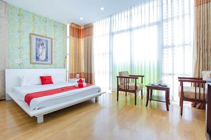 RedDoorz Plus Deluxe Room, Nguyen Thi Thap Street