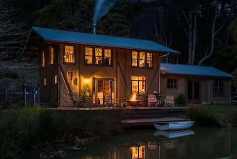 The Cob Barn - Mountain Forest Retreat