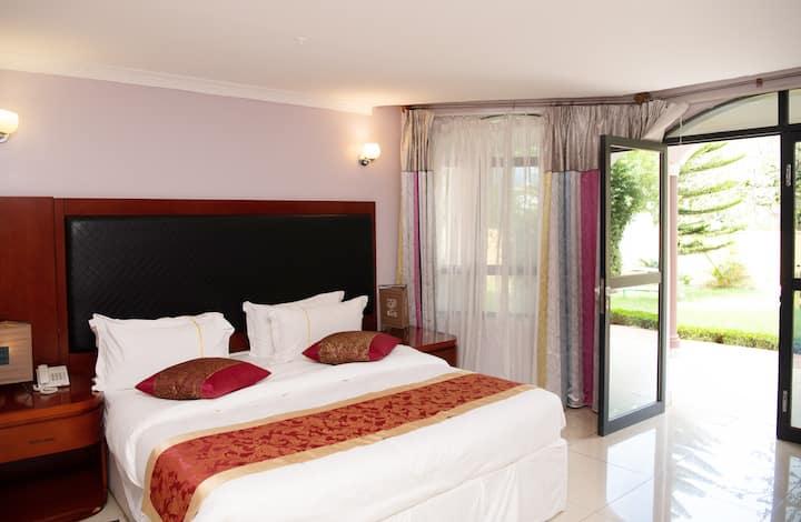Executive Suite (Orient Park Hotel)