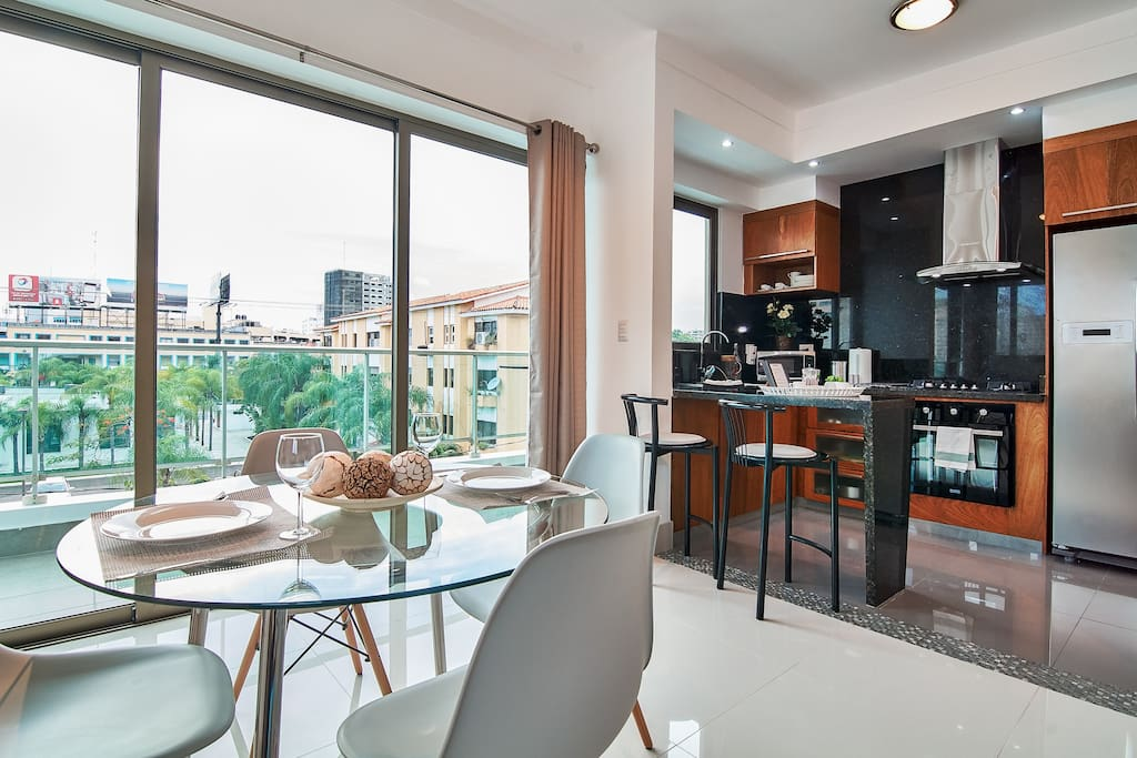 dining room with city view and open kitchen