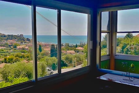 Bright and spacious apartment with seaview
