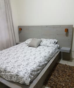 Cozy bedroom, central location in residential area - Appartamento