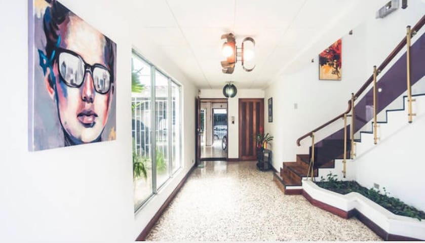 Room, huge house, beautiful neighborhood 3 - San José - House
