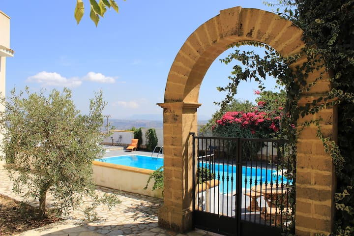 Villetta con giardino e piscina - Partanna - Apartment