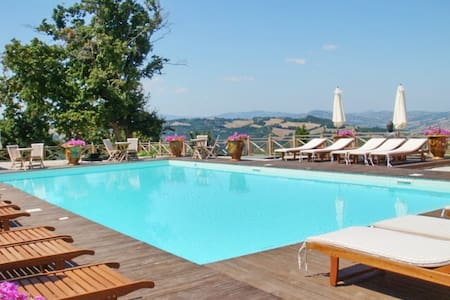 Luxury flat with a swimming pool - Urbino