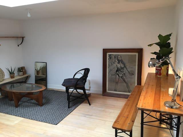 Airy and bright Studio in Nunhead