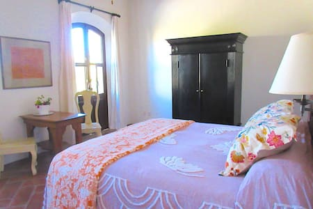 DOS SUITES#2 Top Floor, Intimate, Mineral de Pozos - Pozos - Bed & Breakfast - 0