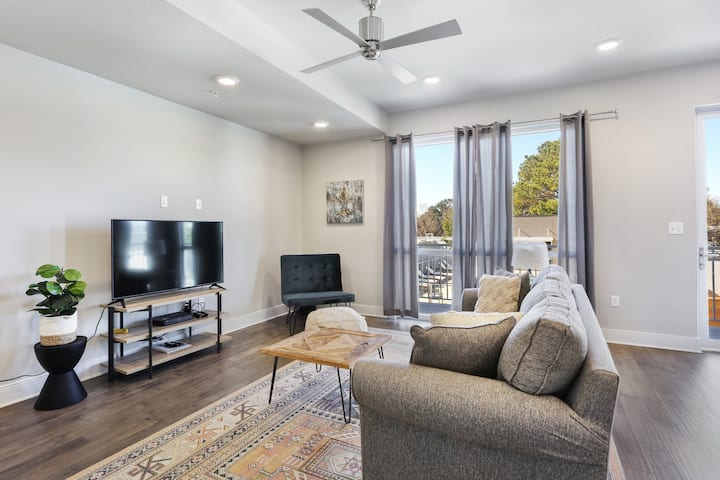 Amazing Newly Renovated Bywater Pad w/ POOL! 315