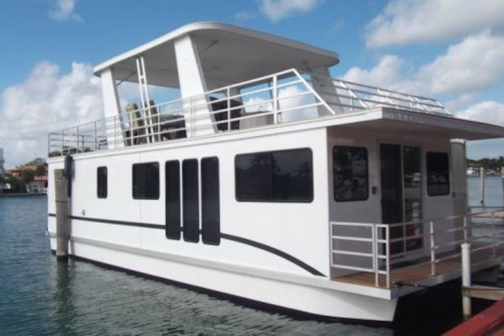 BRAND New Houseboat