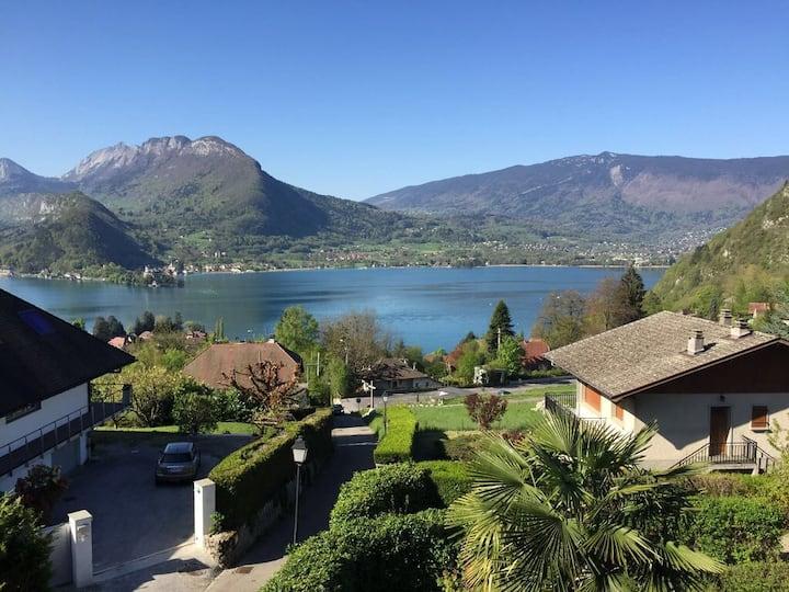 """La «Maison du Lac"""" 4 **** Vue ,charme et confort"""