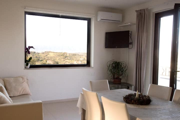 Apartment with 2 bedrooms in Bosco di Caiazzo, with wonderful mountain view, shared pool, enclosed garden