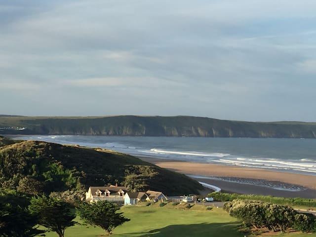 Fantastic views 100m to beach/shops: 4 Narracott