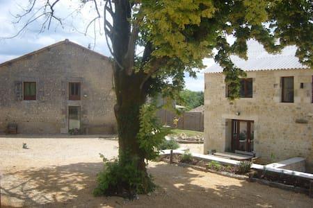 Barn Douglas La ville chevanceaux - Montlieu-la-Garde - Hus