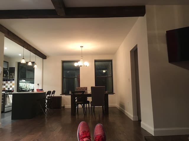 LARGE 2 Bedroom newly renovated - Brooklyn - Apartment