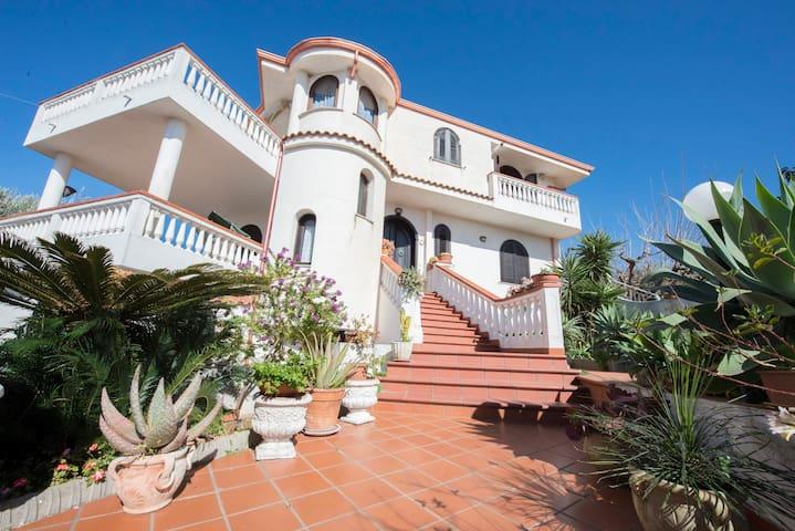 Bilocale economico:Villa Biluscia - Santa Domenica - Apartemen