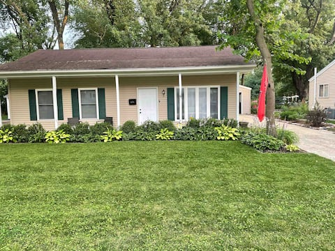 Cozy 2 BR House -Close to ISU! Weekly Discount.