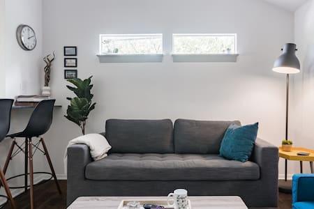 Hip, Cozy Apartment in Historic Junius Heights