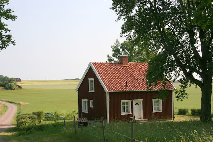 The Red House - idyllic and modern