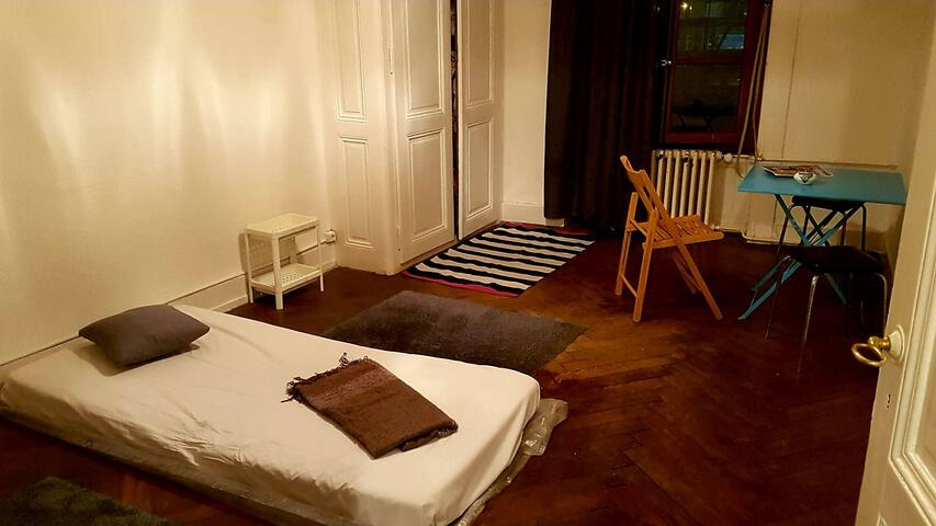 Big room GENEVA CITY CENTER 3min from mainstation