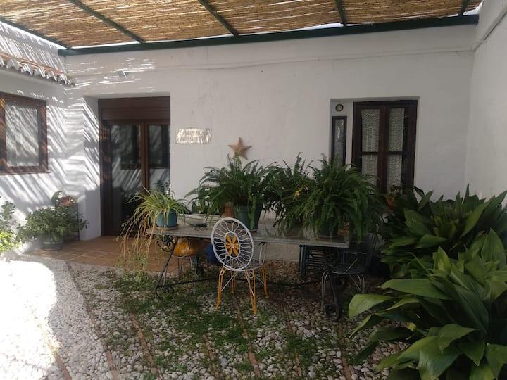 Amplia casa rural con vistas en Periana.