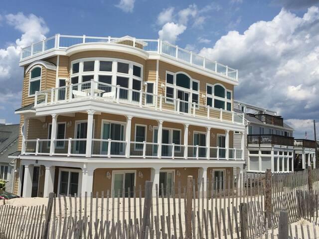 Oceanfront with 80 on ocean,  premier ocean views - Long Beach Township - Rumah
