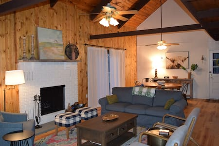 Bright & Open concept LAKEFRONT, beach-POOL-dock