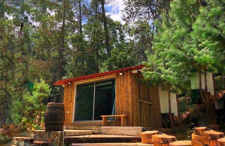 ¡Cabaña romántica y relajante en medio del bosque!