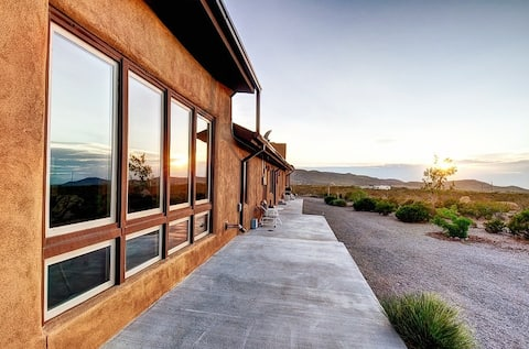 Gorgeous 2 BR Desert Oasis /Great mtn views/Clean