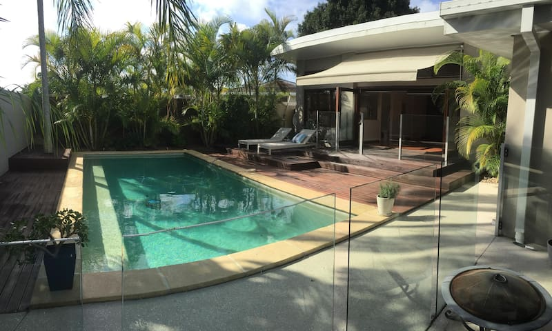 Luxury room with a pool view - Broadbeach Waters