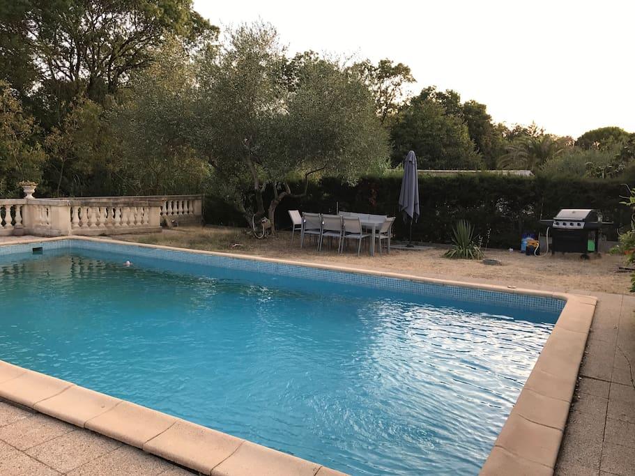 Villa calme et arbor e logement ind pendant maisons for Piscine le cres