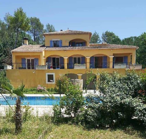 Mas provençal avec piscine