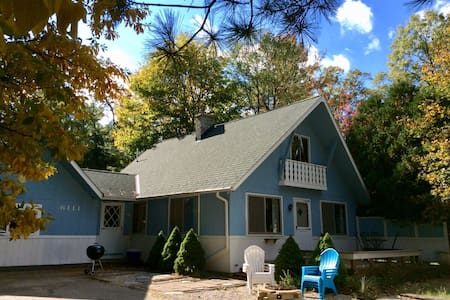 Pentwater Chalet-by-the-Lakes