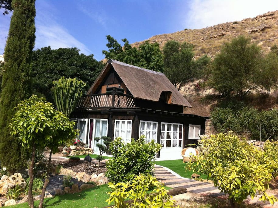 Casa acojedora en un entorno natural.