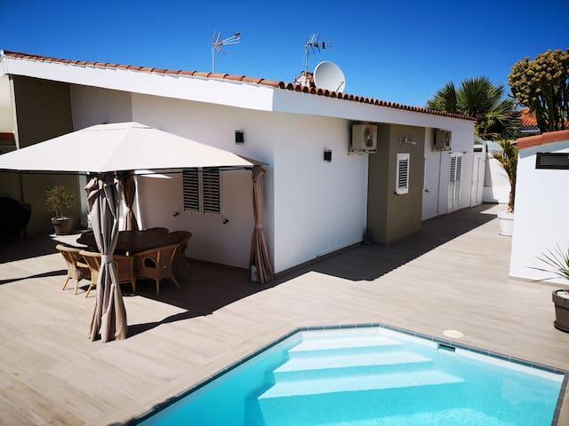 Schönes Ferienhaus mit Privatpool in ruhiger Lage