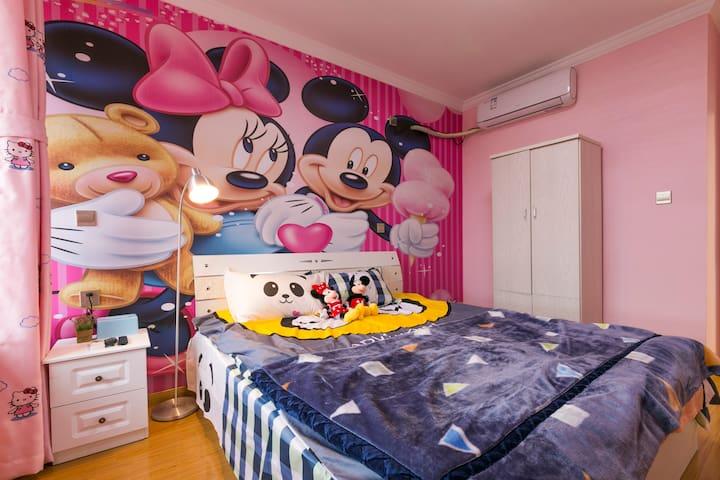 免费接送上海迪士尼卡通两居室可入住4人整套公寓带厨房做饭地铁直达浦东机场陆家嘴东方明珠外滩野生动物园