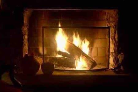Nuit au village, cheminée, couette, petit déjeuner